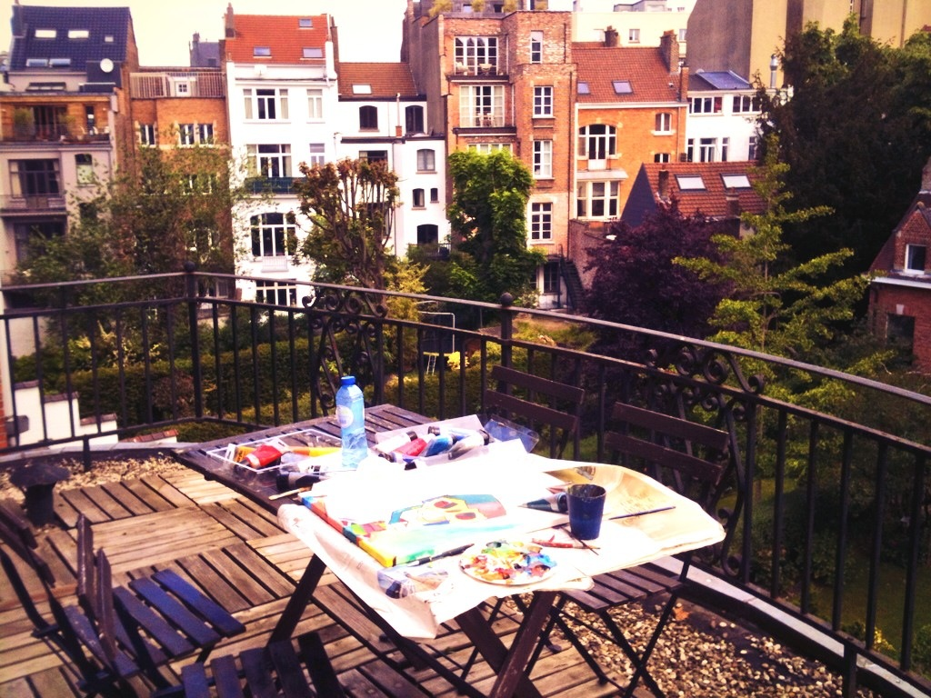Painting outside on the terrace in Ixelles